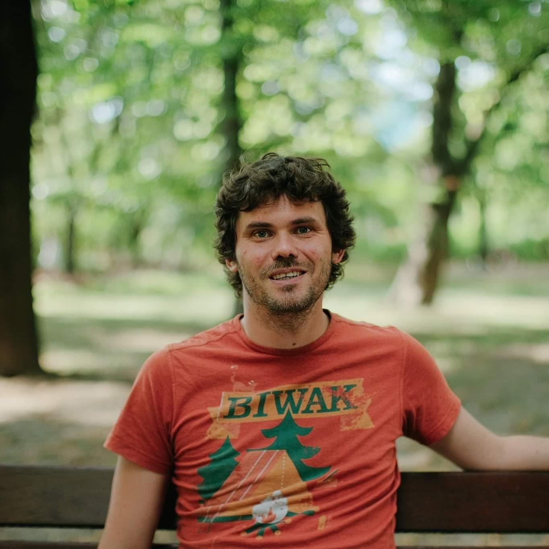https://2020.festiwalopowiadania.pl/wp-content/uploads/2020/09/Uzdański-portret-fot.-Jakub-Celej.jpg